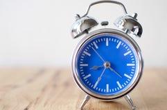 Despertador azul del vintage Imagen de archivo libre de regalías