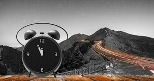 Despertador com minutos pequenos ao pulso de disparo do ` de doze o Imagem de Stock Royalty Free