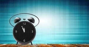 Despertador com minutos pequenos ao pulso de disparo do ` de doze o Fotos de Stock Royalty Free