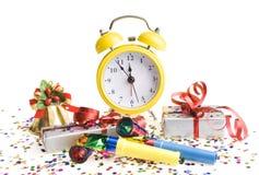 Despertador con los regalos de Navidad Imagen de archivo libre de regalías