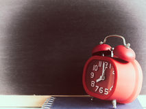 Despertador, conceito do tempo O vintage colore a imagem Fotografia de Stock