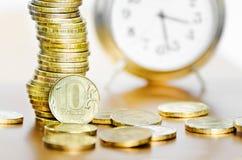 Despertador e dinheiro foto de stock royalty free