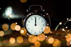 Despertador em antecipação ao feriado imagem de stock