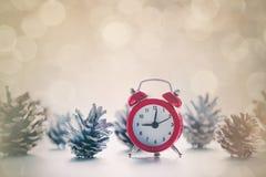 Despertador en la Navidad fotos de archivo