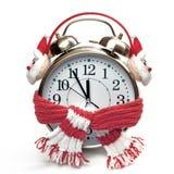 Despertador en una bufanda roja y auriculares Imagen de archivo