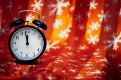 Despertador na cortina Fotos de Stock