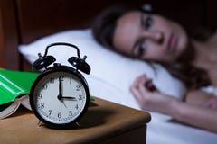 Despertador que mostra 3 a M Imagem de Stock