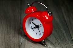 Despertador rojo Fotografía de archivo libre de regalías