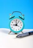 Despertador y pluma Imagen de archivo libre de regalías