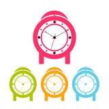 Despertadores coloridos, isolados em um fundo branco Um grupo de relógios diferentes Ilustração do vetor ilustração stock