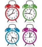 Despertadores retros coloridos ilustração royalty free