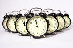Despertadores retros múltiplos no branco Fotos de Stock