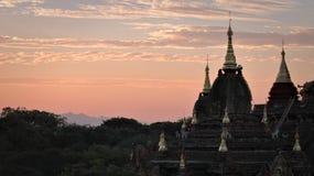 Despertar a Bagan Temples en Birmania fotos de archivo