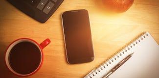 Despesas gerais do smartphone com pena Imagens de Stock