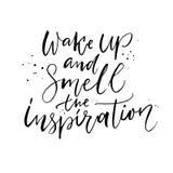 Despierte y huela la inspiración Cita positiva, caligrafía del cepillo ilustración del vector