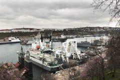 Desplace en puerto. imagenes de archivo