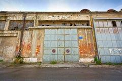 Desplazamiento de puertas del metal Fotos de archivo libres de regalías