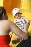 Desplazamiento del niño pequeño Imagen de archivo libre de regalías