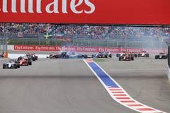 Desplome de Nico Hulkenberg Sahara Force India y de Marcus Ericsson Sauber al inicio de la raza Imagen de archivo