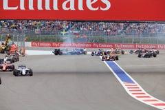 Desplome de Nico Hulkenberg Sahara Force India y de Marcus Ericsson Sauber al inicio de la raza Imagen de archivo libre de regalías