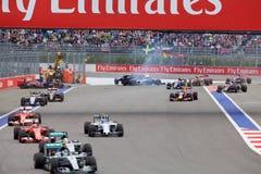 Desplome de Nico Hulkenberg Sahara Force India y de Marcus Ericsson Sauber al inicio de la raza Imagenes de archivo