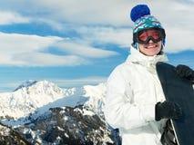 Desportista feliz com snowboards Imagem de Stock