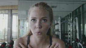 Desportista no Gym vídeos de arquivo
