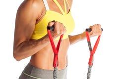 Desportista profissional que treina seu bíceps com o expansor isolado no fundo branco fotos de stock royalty free