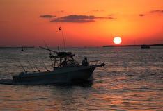 Desporto de barco do por do sol Fotografia de Stock Royalty Free