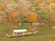 Desporto de barco em Arashiyama fotografia de stock royalty free