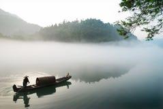 Desporto de barco na névoa Imagens de Stock Royalty Free