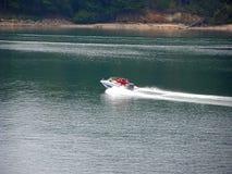Desporto de barco no keowee Fotografia de Stock Royalty Free