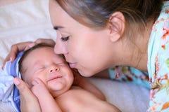 Después de bebé recién nacido del parto Fotos de archivo libres de regalías