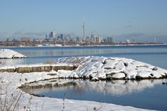 Después de la tormenta de la nieve al día hermoso Fotos de archivo