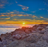 Después de las rocas al sol de descoloramiento Foto de archivo