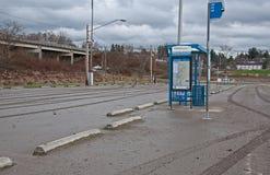 Después de parada de omnibus de la inundación imagen de archivo libre de regalías