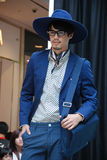 Dess sprintar ett mode den manliga modellen för mode Royaltyfri Foto