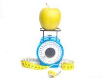 Desserrage du poids sur des pommes Images libres de droits