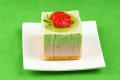 Dessert à la crème bavarois de kiwi et de fraise Photos libres de droits
