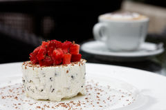 Dessert à la crème de fraise Photo libre de droits