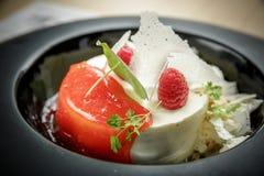 Dessert alla panna del ghiaccio con i lamponi Immagini Stock