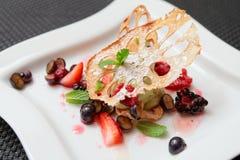 Dessert asiatique avec la racine et les baies de lotus Image stock