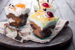 Dessert avec de la crème dans un verre Image libre de droits