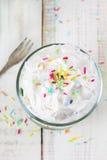 Dessert avec la crème fouettée Photo libre de droits