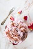 Dessert avec la crème fouettée Image stock