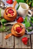 Dessert avec le fromage blanc et la fraise Photo stock