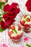Dessert avec le ricotta doux et les fraises de fromage blanc Images stock