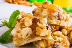 Dessert avec les écrous et le miel Images libres de droits