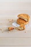Dessert Biscuits délicieux frais sur une table en bois image libre de droits
