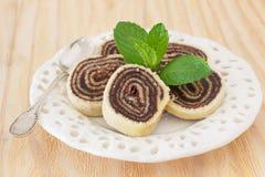 Dessert brésilien de chocolat de rolo (bûche de bolo, gâteau de petit pain) Images stock
